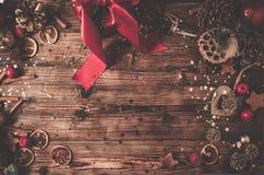 Деревянный стол с украшением рождества стоковые фотографии rf