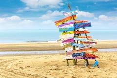 Деревянный столб на пляже Стоковая Фотография RF