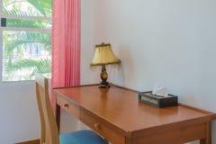 Деревянный стол в комнате Стоковое фото RF