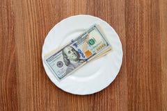 Деревянный стол который доллары деноминации Стоковая Фотография
