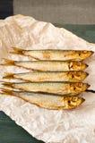 Деревянный стол рыб шпротины сельдей копченый Стоковое фото RF