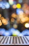 Деревянный стол с светами праздника Стоковые Фото