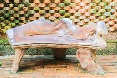 Деревянный стул остальных в ботаническом саде Стоковая Фотография RF