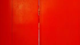 Деревянный с красным цветом и предпосылкой Стоковое Изображение