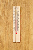 Деревянный термометр Стоковое фото RF