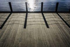 Деревянный украшать с тенью звена цепи Стоковое фото RF