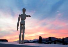 Деревянный думмичный указывать с его пальцем к горизонту Стоковая Фотография RF