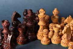 Деревянный шахмат на серой предпосылке Стоковое Изображение