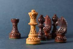 Деревянный шахмат на серой предпосылке Стоковое Фото