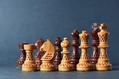 Деревянный шахмат на серой предпосылке Стоковые Фотографии RF