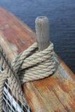 Деревянный штырь на стороне корабля Стоковые Фотографии RF