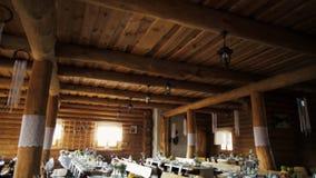 Деревянный Banqueting Hall украсил в стиле Boho с Dreamcatchers и таблицами сток-видео