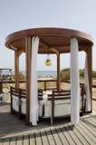 Деревянный Gazebo на пляже Стоковая Фотография