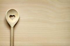 Деревянный kitchenware на разделочной доске Стоковые Изображения