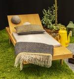 Деревянный lounger сада стоковое изображение rf