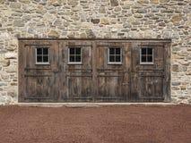 4 деревянных двери в старой каменной стене Стоковое фото RF