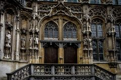2 деревянных двери под сводом в Генте Стоковые Изображения RF