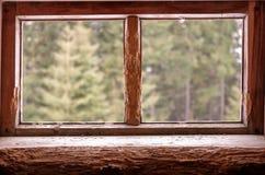 2 деревянных окна Окно разделено в 2 стоковая фотография rf