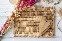 2 деревянных сердца - большого и малого Стоковое Изображение