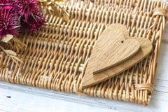 2 деревянных сердца - большого и малого Стоковые Изображения