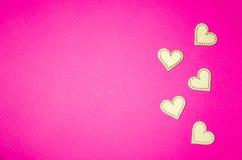 4 деревянных herarts на розовой предпосылке Коллаж дня Святого Валентина стоковое фото rf
