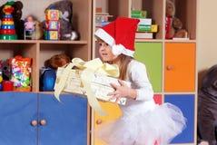 Дерев-летняя девушка играя и уча в preschool Стоковая Фотография RF