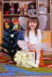 Дерев-летняя девушка играя и уча в preschool Стоковое Изображение RF