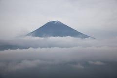 держатель fuji японии облаков над саммитом Стоковая Фотография