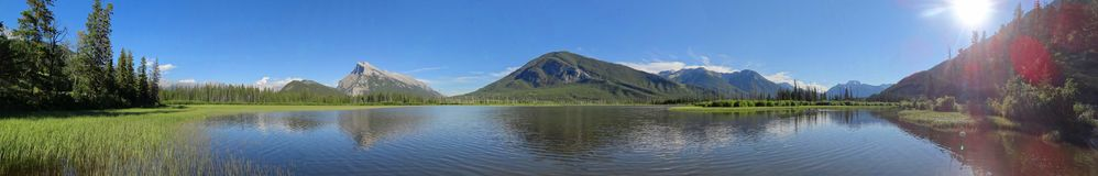 Держатель Rundle и гора серы отразили в более низком Vermilion озере стоковые фотографии rf