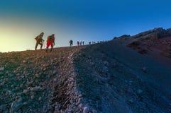 Держатель Индонезия rinjani нападения саммита Hikers Стоковая Фотография RF