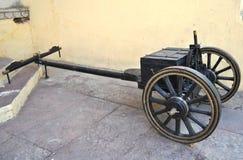 Держатель тележки старый с большим колесом Стоковые Изображения