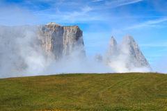 Держатель Sciliar между облаками Стоковое Изображение RF