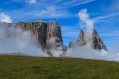 Держатель Sciliar между облаками Стоковое фото RF