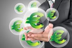 держать деньги евро в кристаллическом шарике Стоковая Фотография