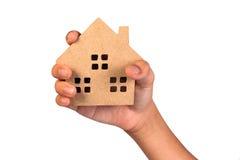 Держать дом представляя владение недвижимостью Стоковая Фотография