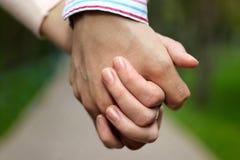 Держать руки Стоковые Фото