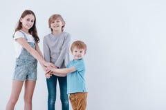 держать рук детей стоковые изображения rf