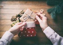 Держать рук cgilden ключ рождества Стоковые Изображения