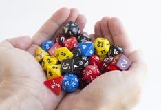 Держать рук dices для dnd, роли играя игры и настольные игры Стоковое Фото