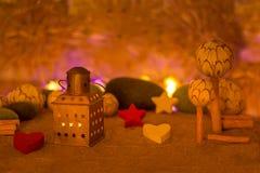 Держат украшение рождества, который теплый стоковое фото rf