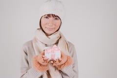 держащ присутствующую женщину молодой Стоковая Фотография RF