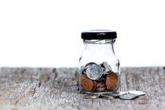 Держите деньги в стеклянном опарнике Стоковое Изображение