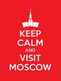 Держите плакат спокойному и посещению Москвы Стоковые Фото