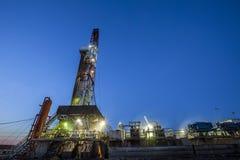 Деррик-кран месторождения нефти стоковые фотографии rf