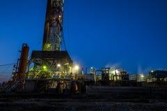 Деррик-кран месторождения нефти стоковая фотография rf