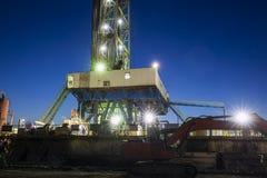 Деррик-кран месторождения нефти стоковые изображения rf
