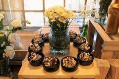 Десерты еды пальца стоковая фотография rf