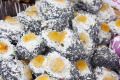 Десерты с абрикосом и маком стоковые фотографии rf