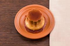 Десерт или флан заварного крема карамельки Creme ванильный на блюде Стоковая Фотография RF