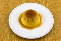 Десерт или флан карамельки Creme на белом блюде Стоковое Изображение